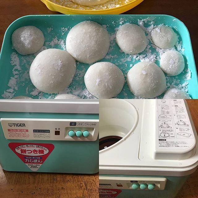 年末恒例、餅つき機で餅をつきました。買った年がメモしてあり昭和60年でした。ということは32年も活躍しているんだ! それ以前は臼と杵で餅ついてたなぁ(^。^)#餅つき #餅つき機 #鏡餅 #お供え #正月 #正月準備